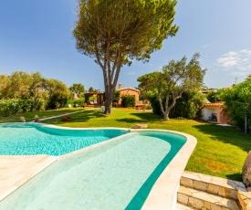 Villa con piscina immersa in un meraviglioso giardino - Wonderful Villa with pool and spacious garden