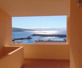Fronte mare attico indipendente ed esclusivo con terrazza panoramica
