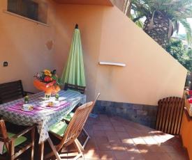 Comodo appartamento in villa 150 mt dal mare