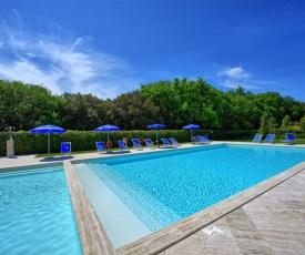Sant'Antonio Apartment Sleeps 8 with Pool and WiFi